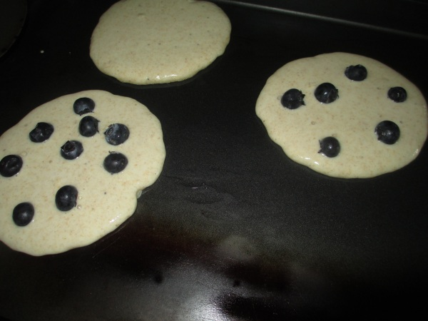 Kodiak Cakes Flapjacks with Blueberries
