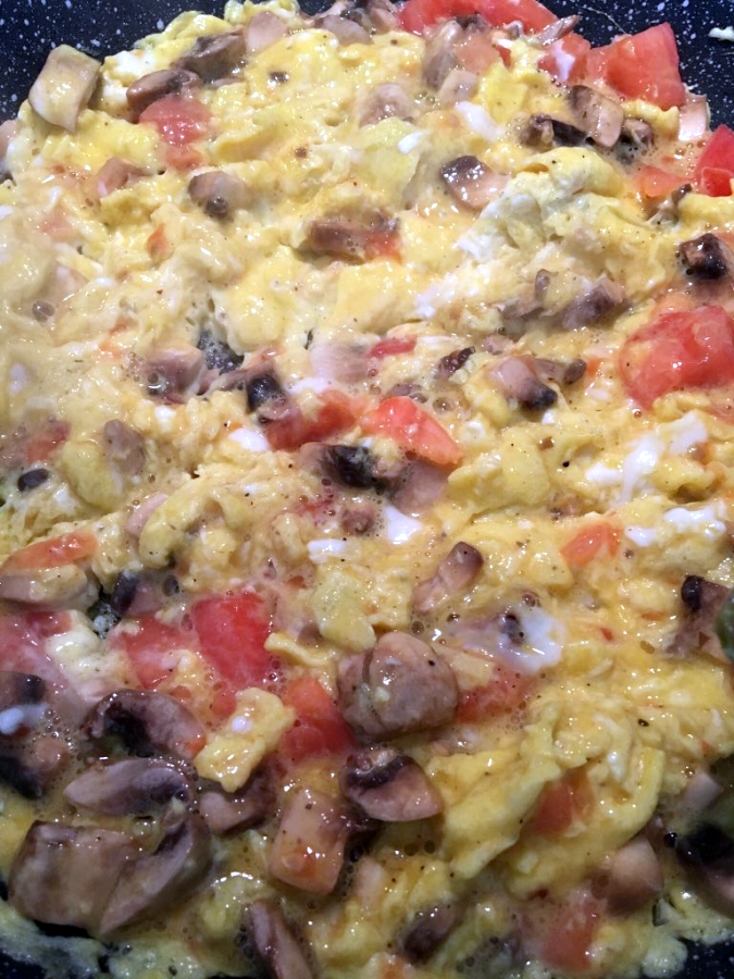 Scrambled Eggs with Mushrooms and Tomato